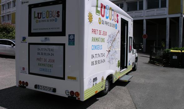 Habillage du Ludobus - Côté porte